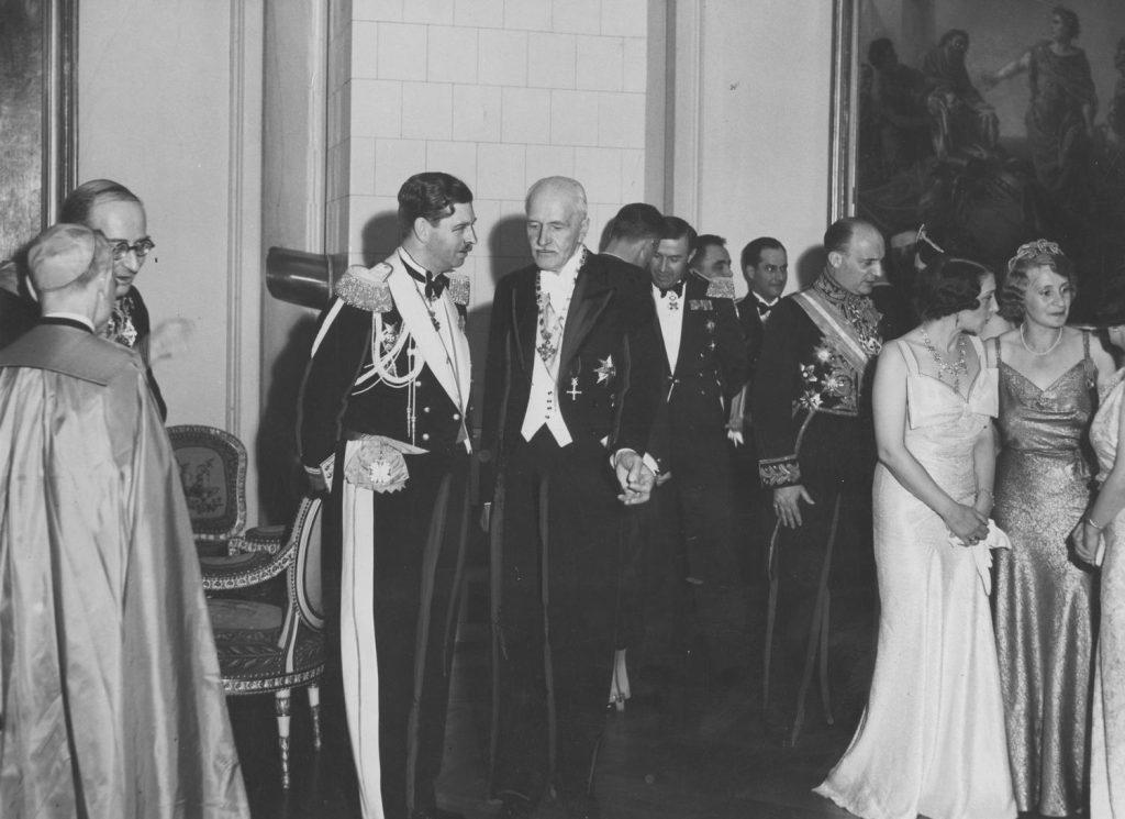 Król Karol II i Ignacy Mościcki na zdjęciu wykonanym podczas wizyty rumuńskiego monarchy w Warszawie. Rok 1937.