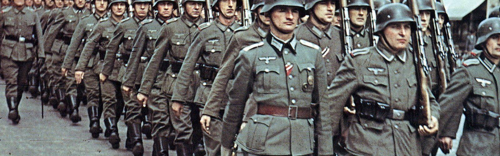 Każdy z niemieckich żołnierzy miał w swojej książeczce żołdu 10 przykazań żołnierza (Erichvoned/CC BY-SA 4.0)