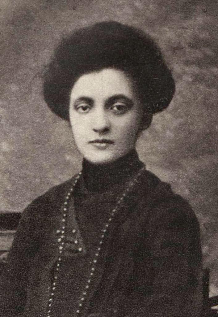 Aleksandra Szczerbińska na fotografii z młodości.