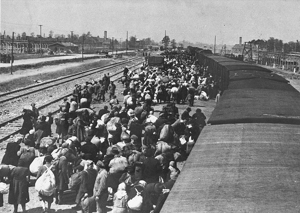 Auschwitz-Birkenau. Selekcja na rampie wiosną 1944 roku.