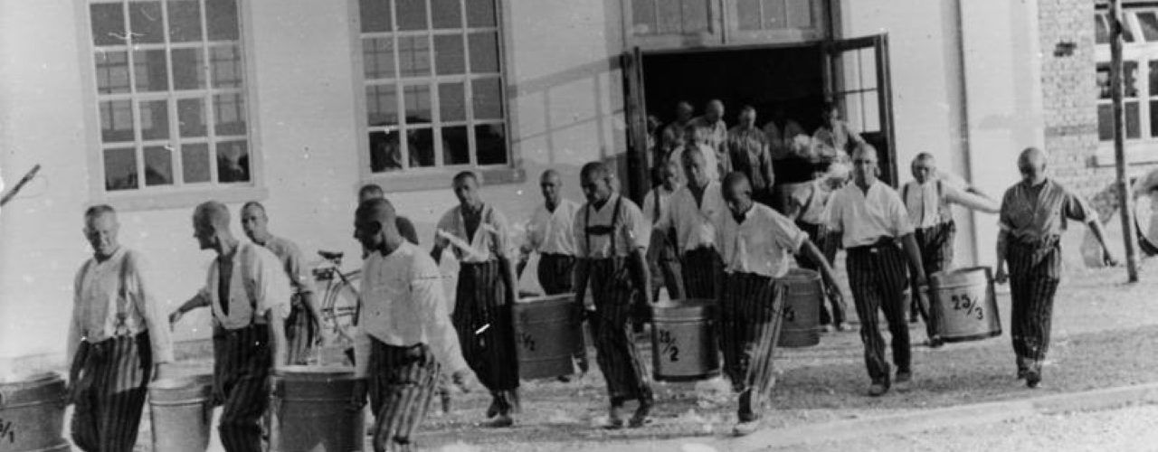Więźniowie Dachau, 1933 rok (fot. Bundesarchiv / CC-BY-SA 3.0).