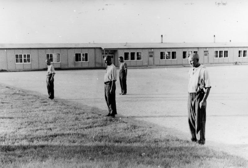 Bundesarchiv_Bild_152-23-35A_Dachau_Konzentrationslager.jpg