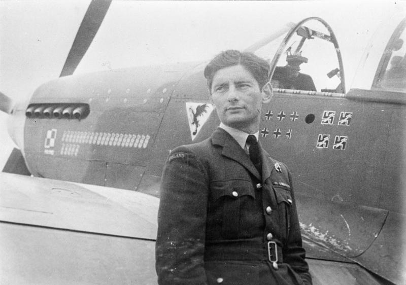 Eugeniusz Horbaczewski przed swoją maszyną. Fotografia z 1944 roku