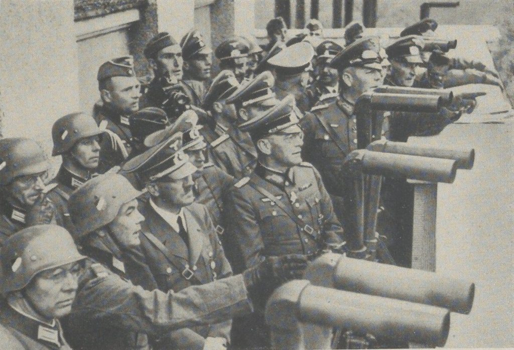 Hitler obserwuje oblężenie Warszawy