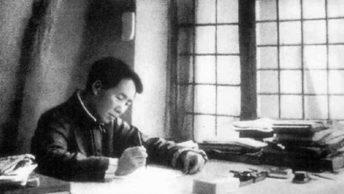 Mao jeszcze przed przejęciem władzy w Chinach wzbudzał ogromne zainteresowanie. Zdjęcie z 1938 roku (fot. domena publiczna).