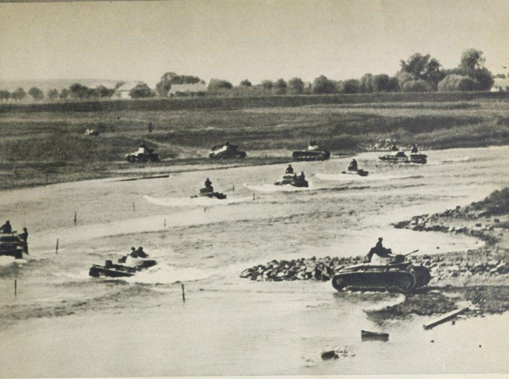 Niemieckie czołgi pokonują Dunajec pod Tarnowem