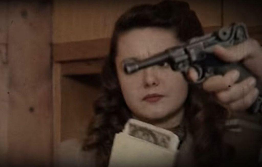 """Podziemne Sądy wydały około 3500 wyroków śmierci na donosicieli i zdrajców. Na ilustracji kadr z filmu """"Karą będzie śmierć""""."""
