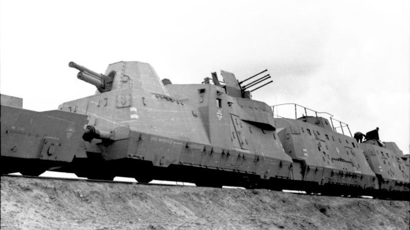 Inny niemiecki pociąg pancerny (Panzerzug) na fotografii z 1942 roku