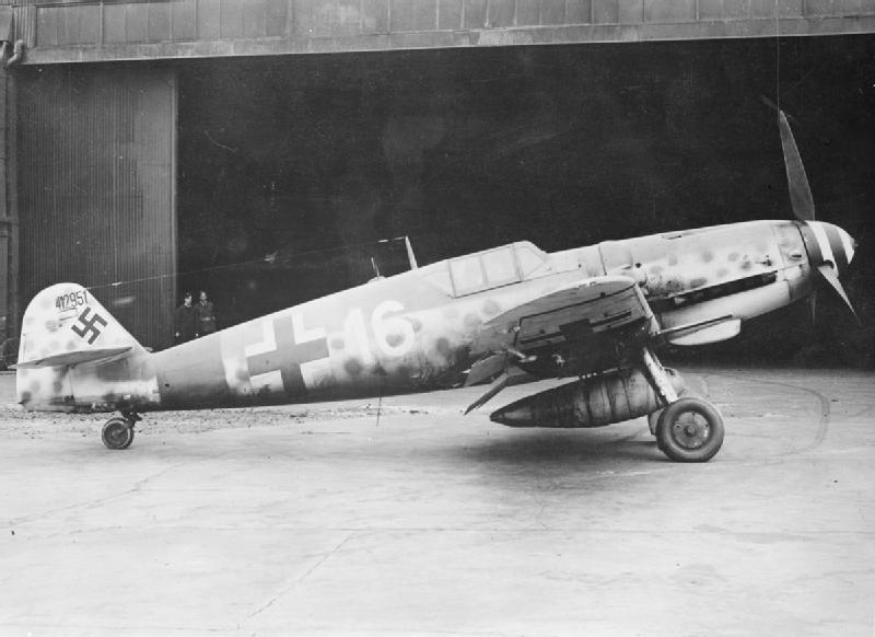 Messerschmitty Bf 109 były znacznie szybsze od polskich myśliwców. Ustępowały im za to pod względem zwrotności. Zdjęcie poglądowe (domena publiczna).