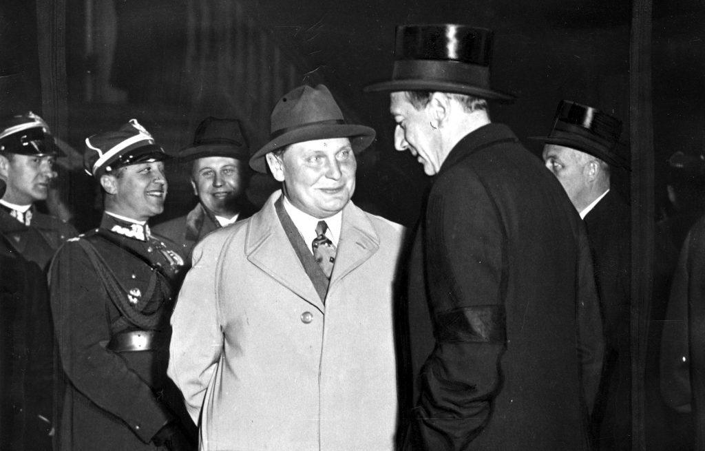 Hermann Göring i Józef Beck na zdjęciu z 1935 roku (domena publiczna).