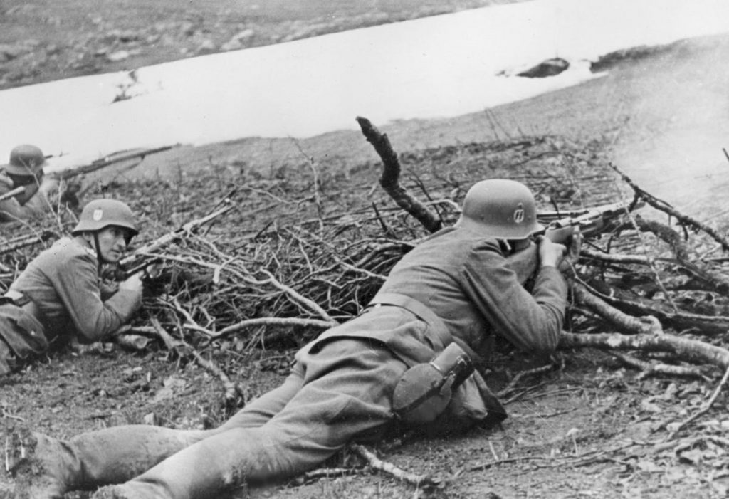 Grupa uderzeniowa Waffen-SS podczas walk z partyzantami ma Krymie (domena publiczna).