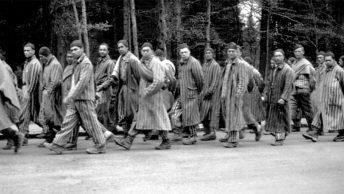 Marsz więźniów Dachau wgłąb Rzeszy. Ilustracja poglądowa.