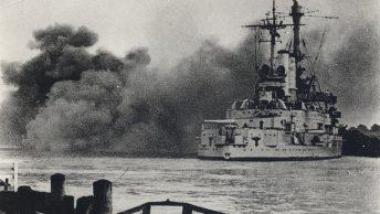 "Pancernik ""Schleswig-Holstein"" ostrzeliwuje Westerplatte."