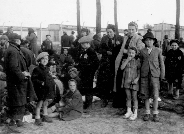 Wiele kobiet i dzieci od razu po przybyciu do Auschwitz kierowano do komór gazowych (fot. domena publiczna)