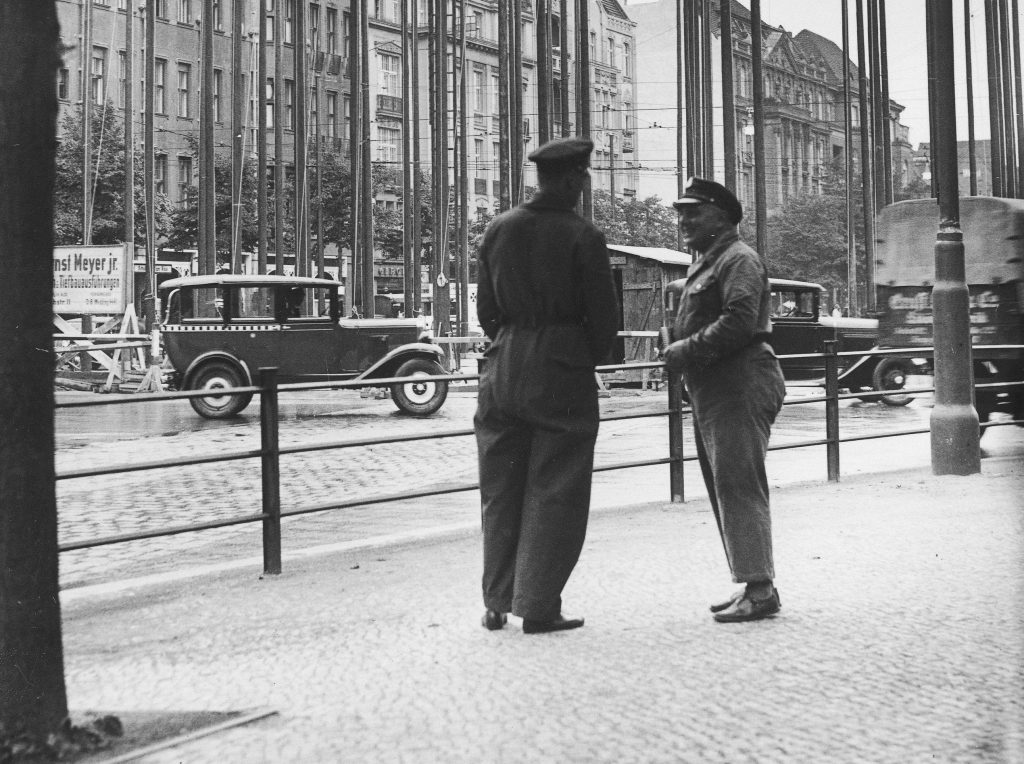 Berlińscy policjanci długo nie mogli wpaść na trop mordercy. Zdjęcie poglądowe z lat 30. (domena publiczna).