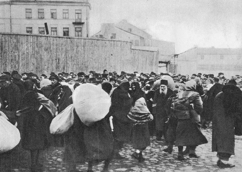 Deportacja zamojskich Żydów do obozu zagłady w Bełżcu.