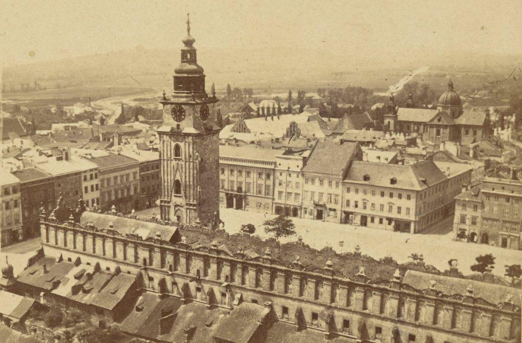 Krakowski Rynek Główny na zdjęciu z około 1860 roku (Walery Maliszewski/domena publiczna).