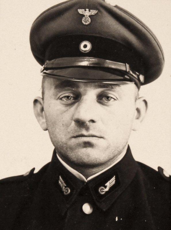 Paul Ogorzow w mundurze kolejarza.