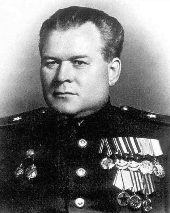 Wasilij Błochin na zdjęciu z 1926 roku (domena publiczna).