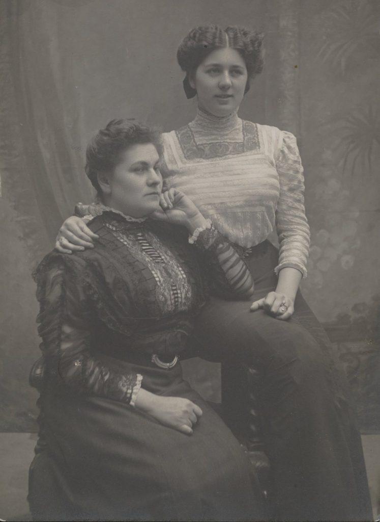 Według ankiety przeprowadzonej w 1908 roku przez Walentego Miklaszewskiego jedynie 19% jego pacjentek było jakkolwiek zawalonych ze swojego życia intymnego. Zdjęcie poglądowe (domena publiczna).