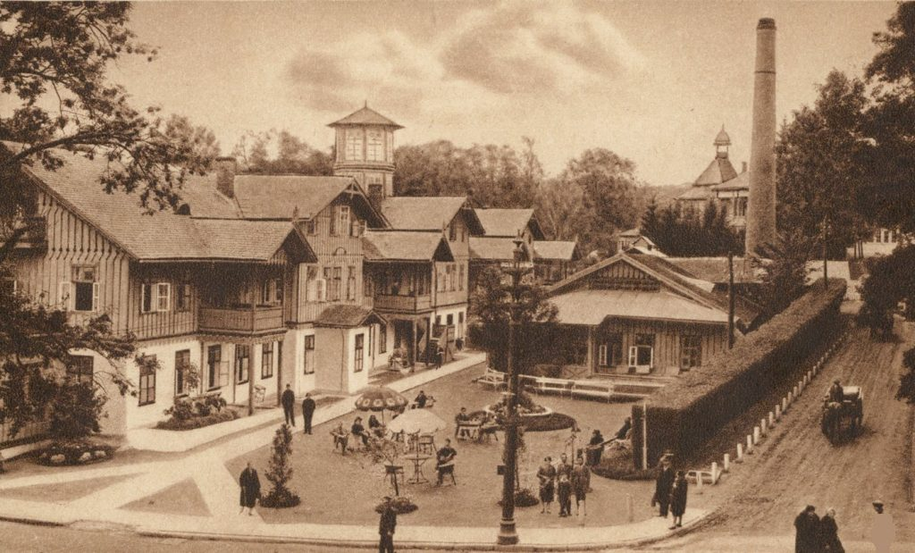 Łazienki I klasy w Truskawcu (domena publiczna).