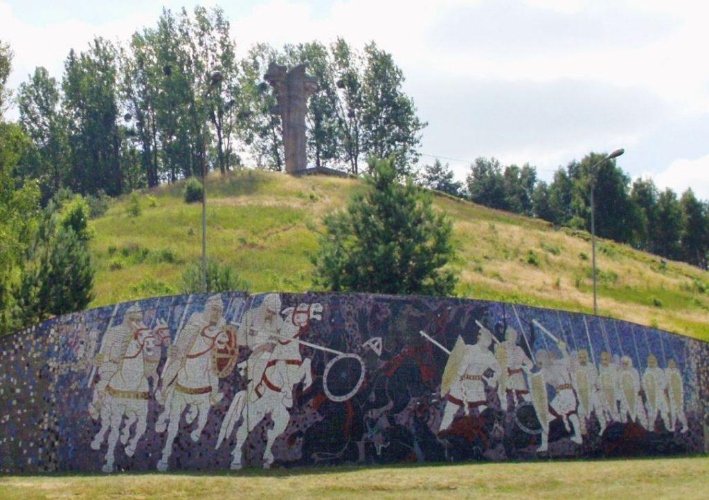 Pod Cedynią Hodon poniósł upokarzającą porażkę. Na ilustracji pomnik upamiętniający bitwę (Norbert Radtke/CC BY-SA 3.0).
