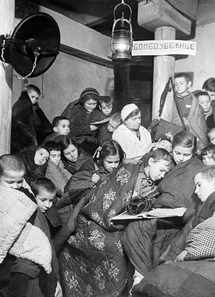 W trakcie oblężenia Leningradu głód był codziennością ich mieszkańców (Siergiej Strunnikow/domena publiczna).