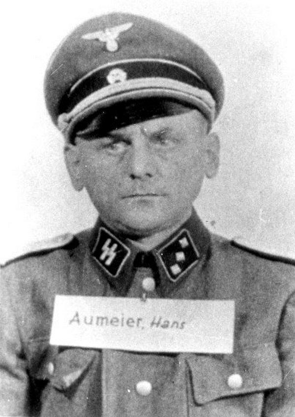 Hans Aumeier na zdjęciu wykonanym już po wojnie (domena publiczna).