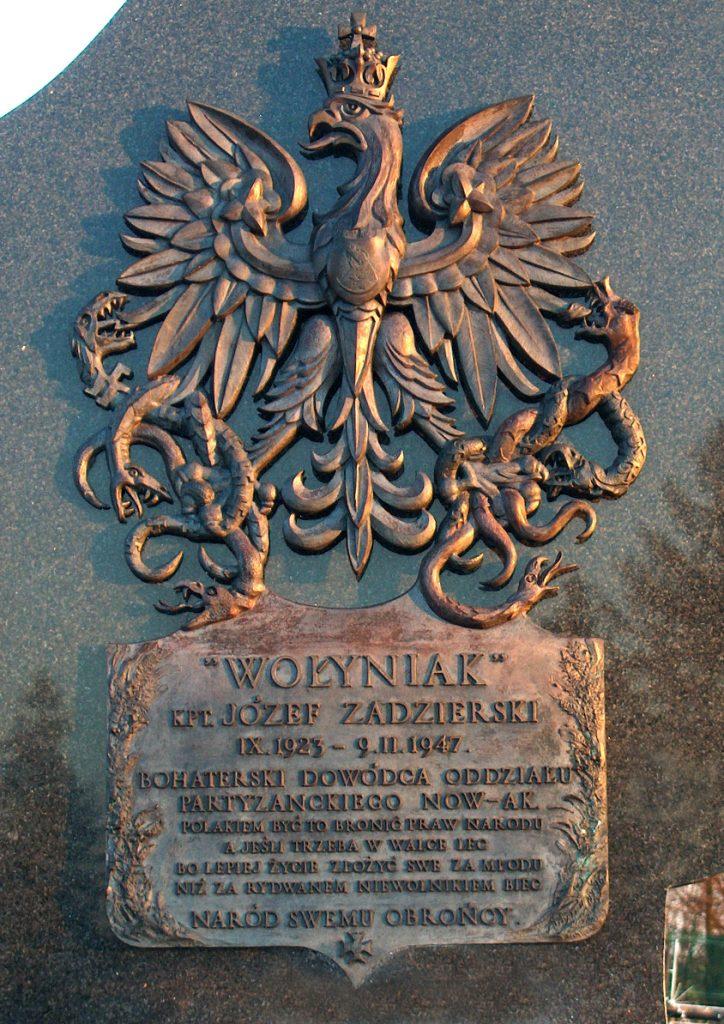Tablica nagrobna Józefa Zadzierskiego na cmentarzu w Tarnawcu (Aord/CC BY-SA 3.0).
