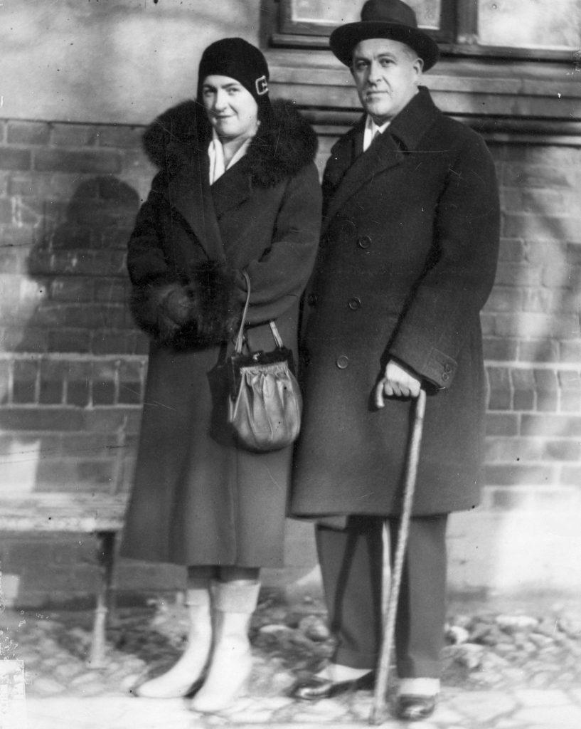 Władysław Jaroszewicz żoną. Zdjęcie z 1930 roku (domena publiczna).