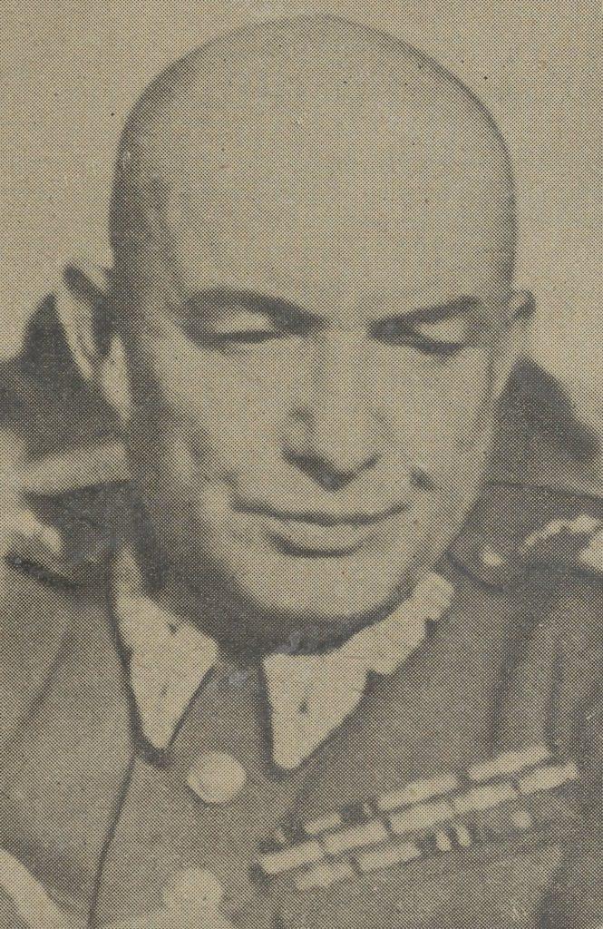 """Młody Ritter był indoktrynowany w Moskwie przez Karola Świerczewskiego. Na zdjęciu """"Walter"""" już w polskim mundurze (domena publiczna)."""