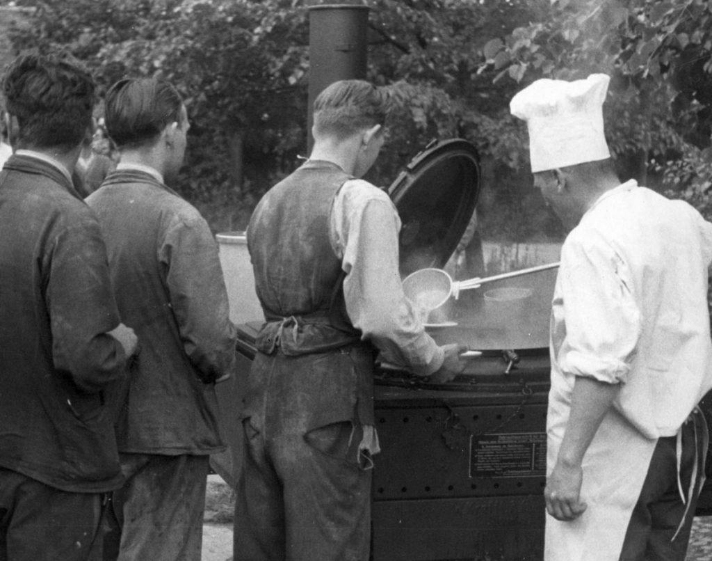 Maren Roger w swojej książce przytacza historię niemieckiego kucharza, który molestował młodych polskich mężczyzn. Zdjęcie poglądowe (domena publiczna).