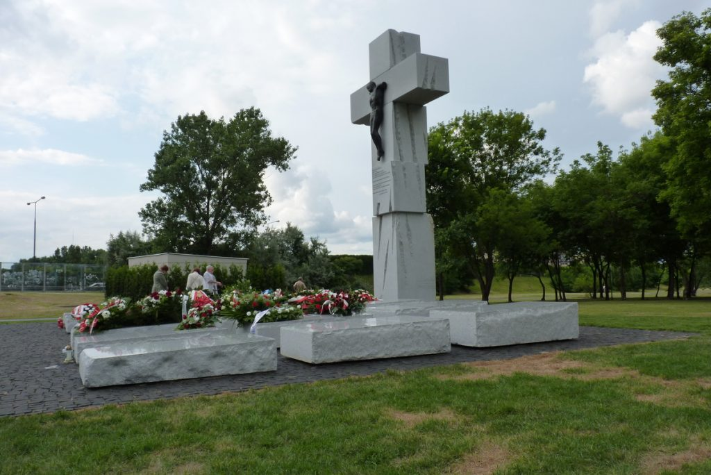 Warszawski pomnik upamiętniający ofiary rzezi wołyńskiej (Apilek/CC BY-SA 3.0).