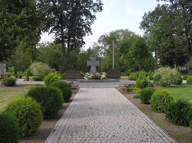 Pomnik pamięci Ukraińców zamordowanych w Pawłokomie 3 marca 1945 (LTD200/CC BY 2.5).