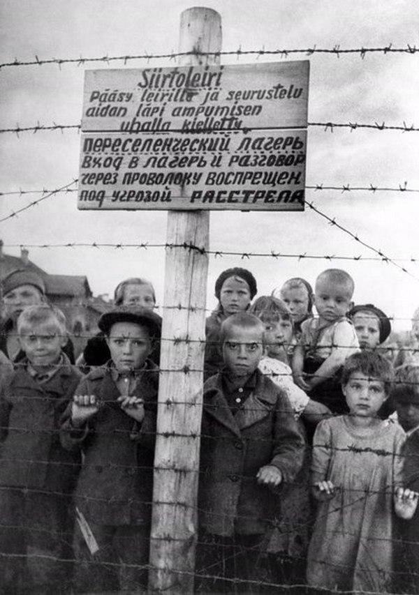 Radzieckie dzieci w obozie w Pietrozawodsku. Zdjęcie z czerwca 1944 roku (domena publiczna).
