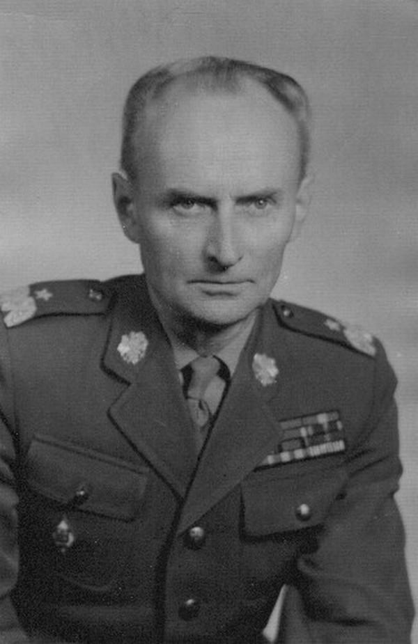 Artur Ritter, na zdjęciu z lat 60. już jako generał Artur Jastrzębski (domena publiczna)