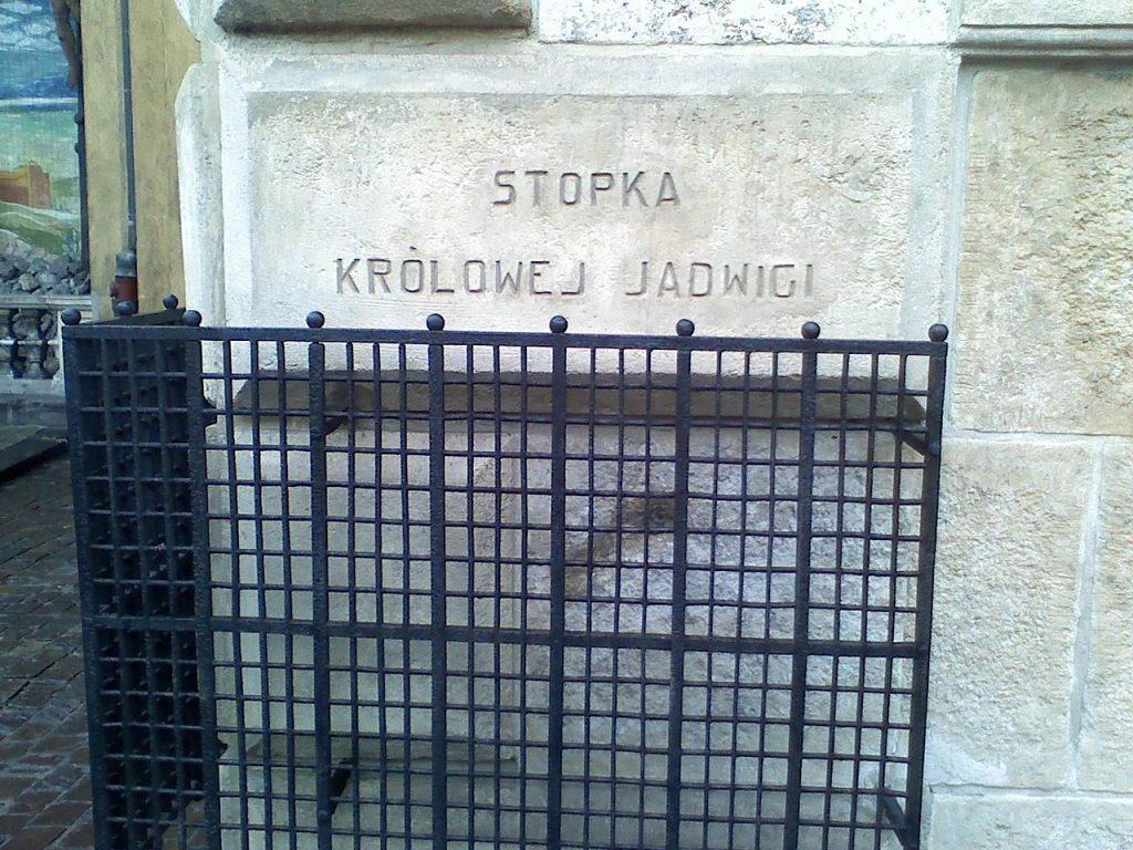 Stopka Królowej Jadwigi znajdująca się w Kościele Nawiedzenia Najświętszej Maryi Panny w Krakowie (Ron whisky/domena publiczna).