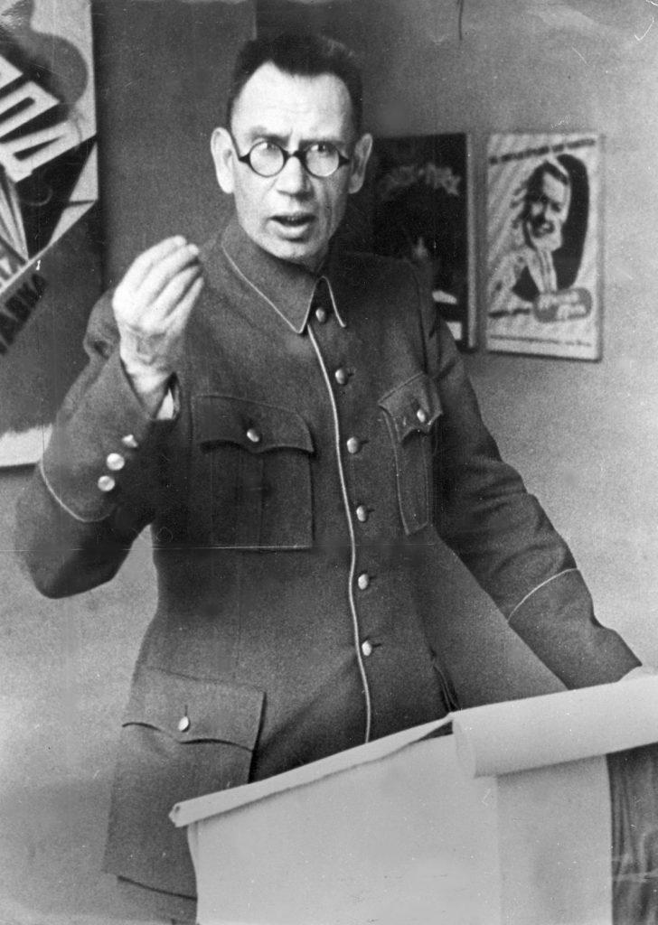 Generał Andriej Własow na zdjęciu wykonanym między 1942 a 1945 rokiem (domena publiczna).
