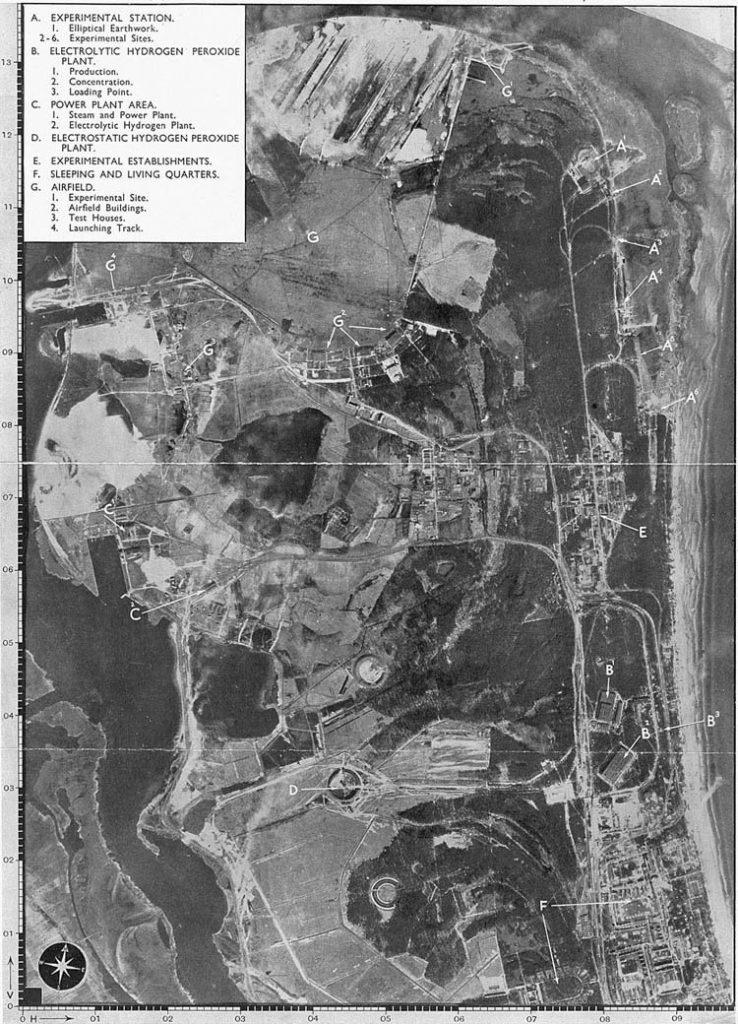 Zdjęcie lotnicze ośrodka w Peenemünde z 1943 roku (domena publiczna).