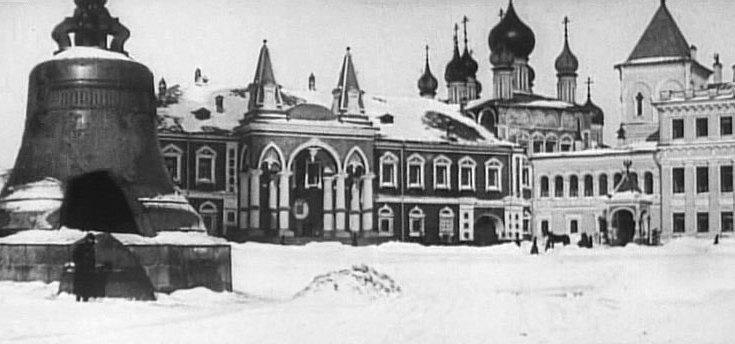 Po przejęciu władzy bolszewicy od razu zamknęli wszystkie świątynie na Kremlu (domena publiczna).
