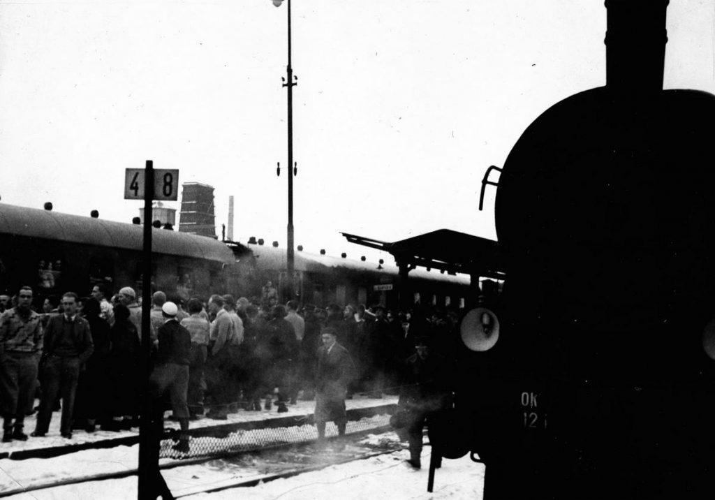Na dłuższych trasach pasażerowie mieli prawdo do dwukrotnego przerwania podróży (domena publiczna).
