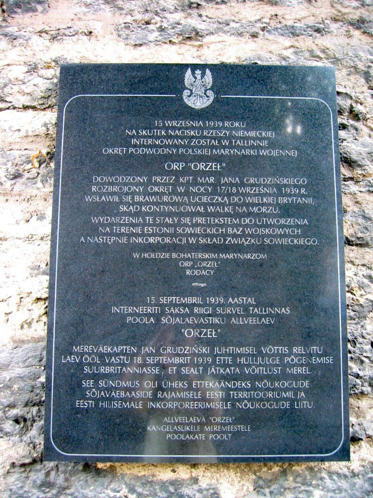 Tablica upamiętniająca internowanie oraz ucieczkę ORP Orzeł z Tallinna. Muzeum Morskiego w Tallinnie (Mariusz Paździora/CC BY-SA 3.0).
