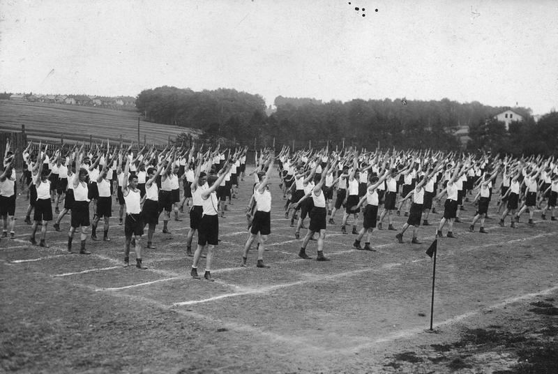 Albert Dryjski przepytał niemal 700 uczniów szkół średnich. Zdjęcie poglądowe (domena publiczna).