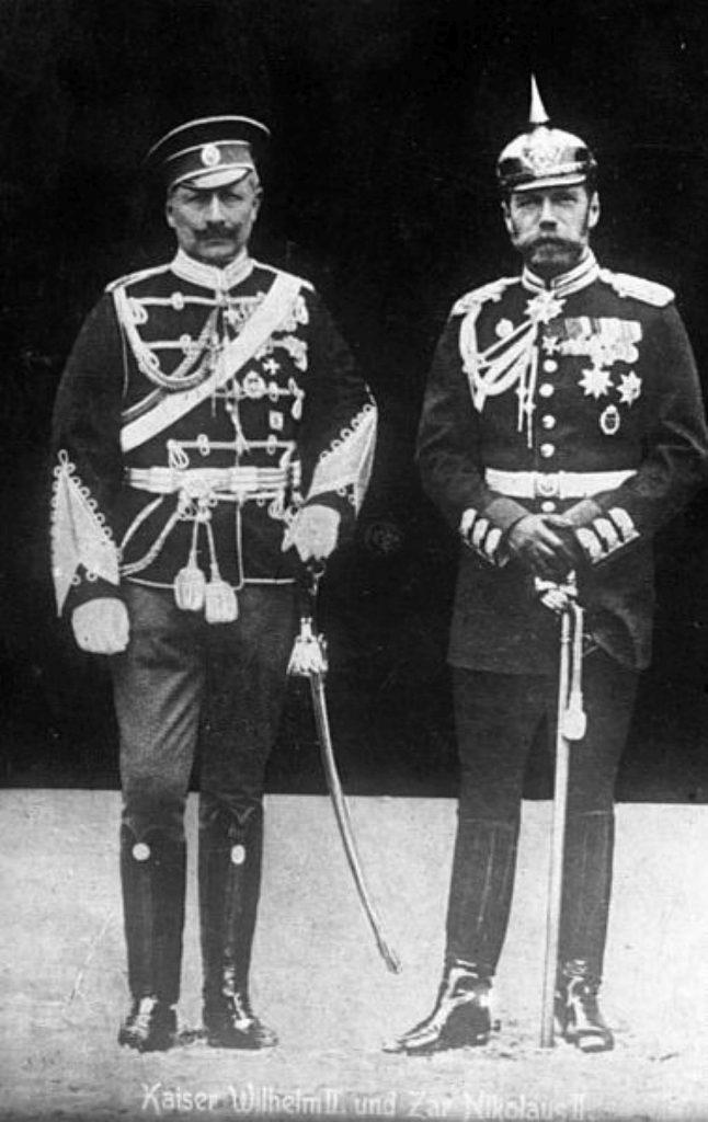 Cesarz Wilhelm II i car Mikołaj II. Prywatnie byli kuzynami (Bundesarchiv, Bild 183-R43302 / CC-BY-SA 3.0).