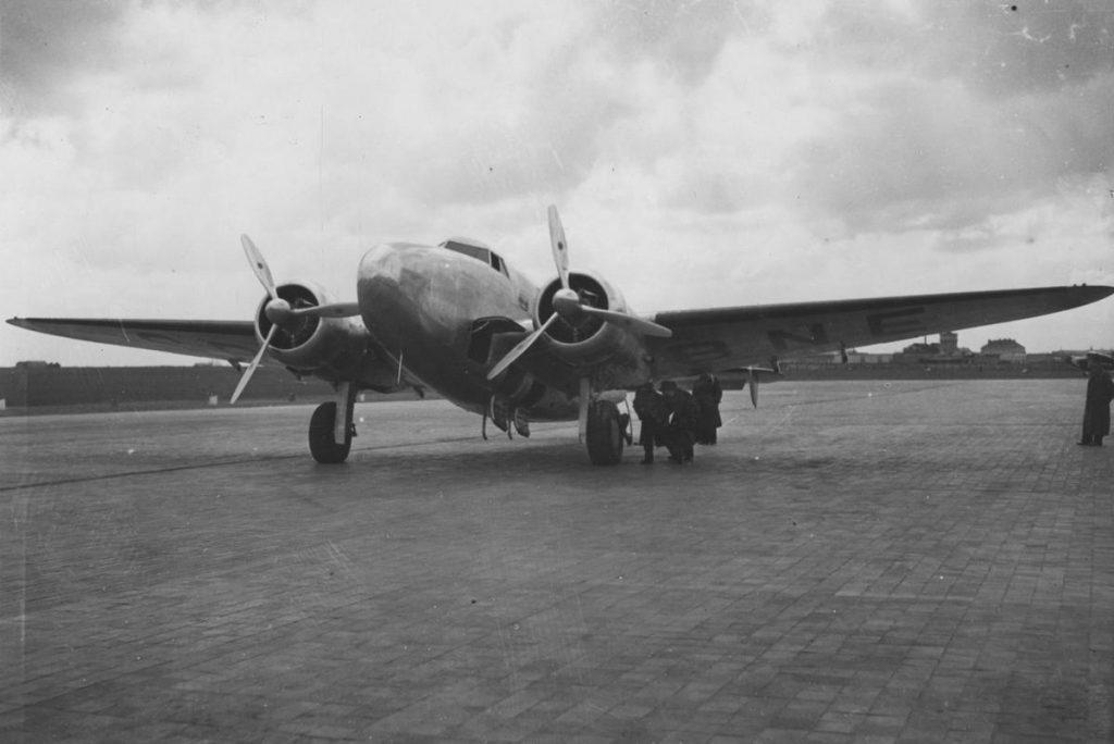 Lockheed L-14 Super Electra. Właśnie tego typu maszyna obsługiwała loty na trasie z Warszawy do Salonik (domena publiczna).