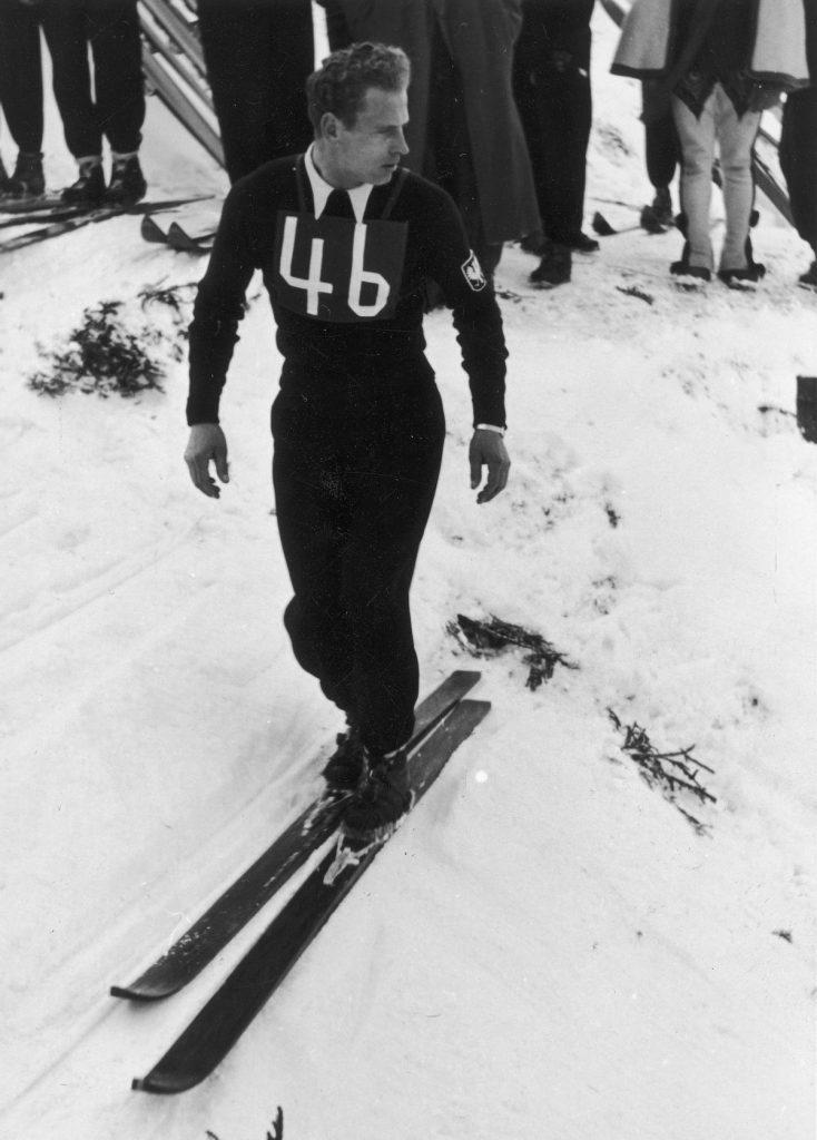 Lata treningów sprawiły, że Marusarz miał żelazną kondycję, która pomogła mu w ucieczce. Na zdjęciu Stanisław Marusarz podczas mistrzostw świata w narciarstwie rozgrywanych w 1939 roku w Zakopanem (domena publiczna).