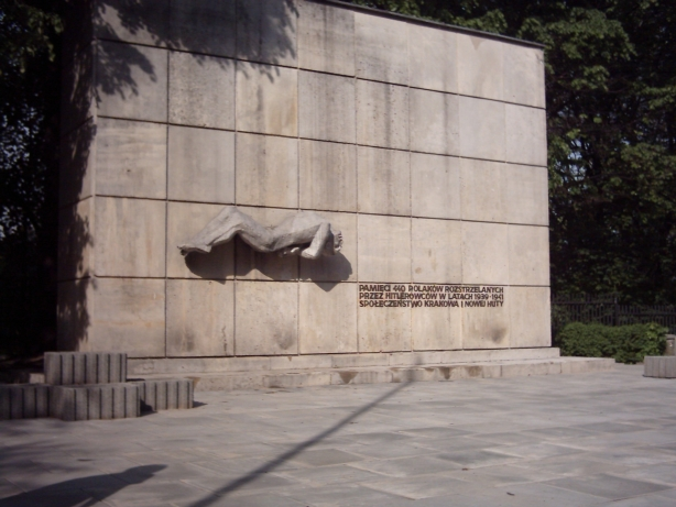 Pomnik ofiar zamordowanych przez Niemców w Krzesławicach (Ivellios/CC BY-SA 2.5)
