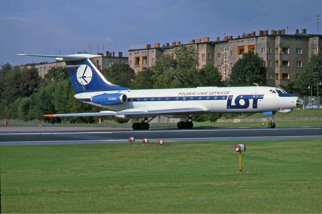 Porwany przez Hansa Tiede Tu-134 na lotniku Tempelhof (Ralf Manteufel/domena publiczna).