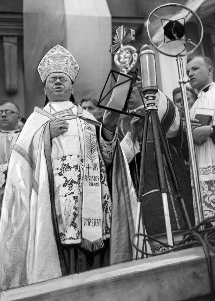 Do podawania niemieckiej narodowości zachęcał Ślązaków biskup Stanisław Adamski (domena publiczna).