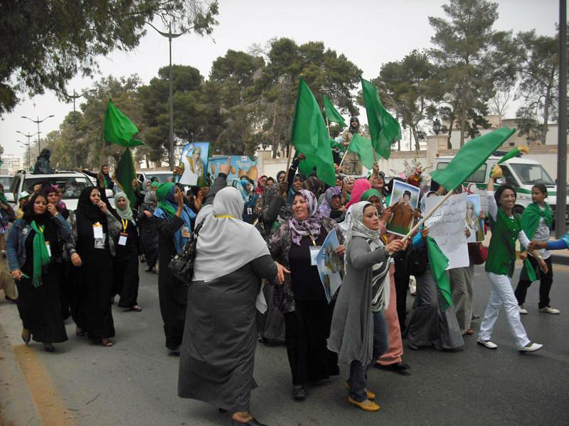 Demonstracja poparcia dla Al-Kaddafiego w Trypolisie. Maj 2011 roku (Magharebia/CC BY 2.0).